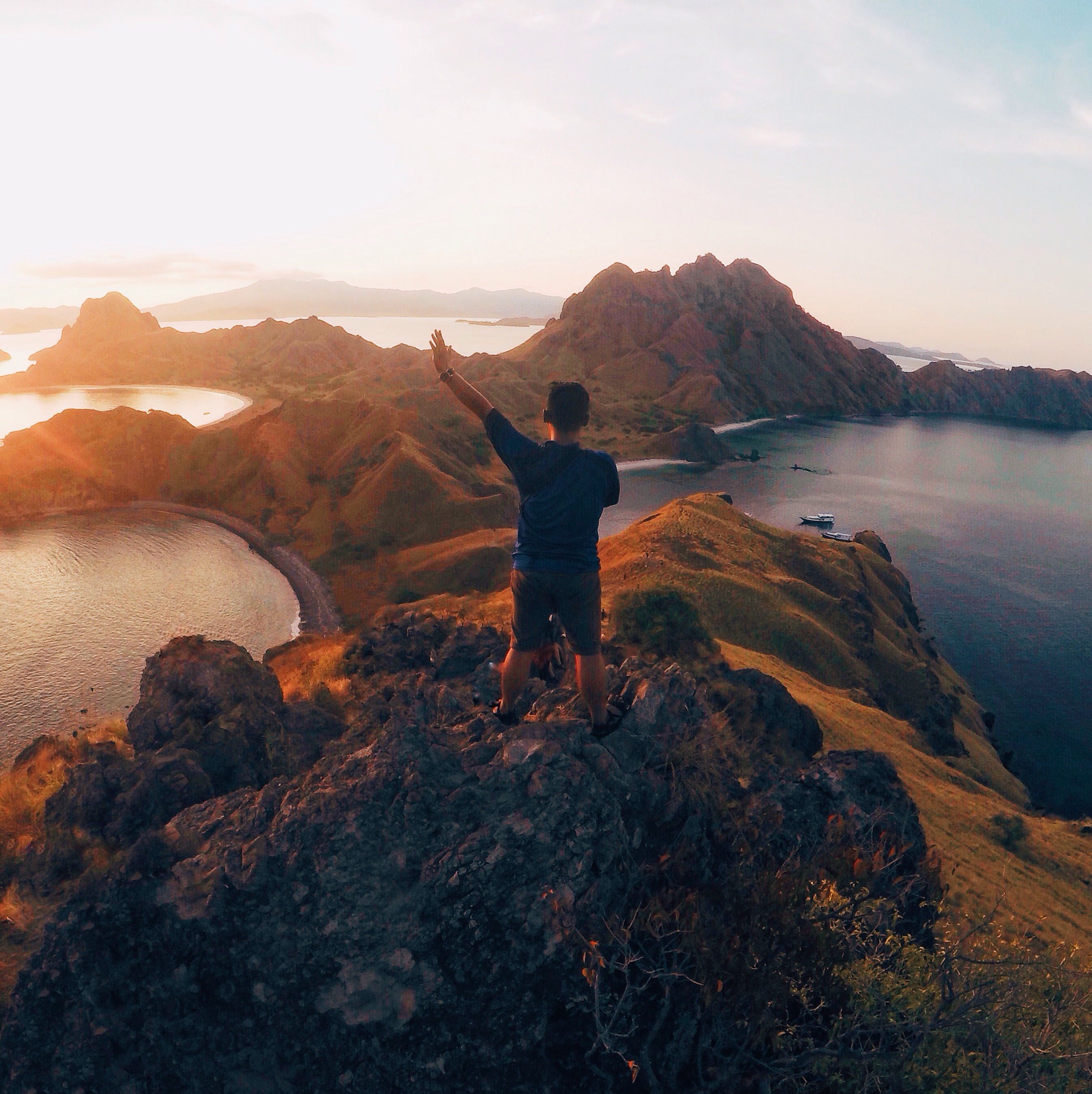 Pemandangan dari Puncak Pulau Padar (Dokumentasi Pribadi)