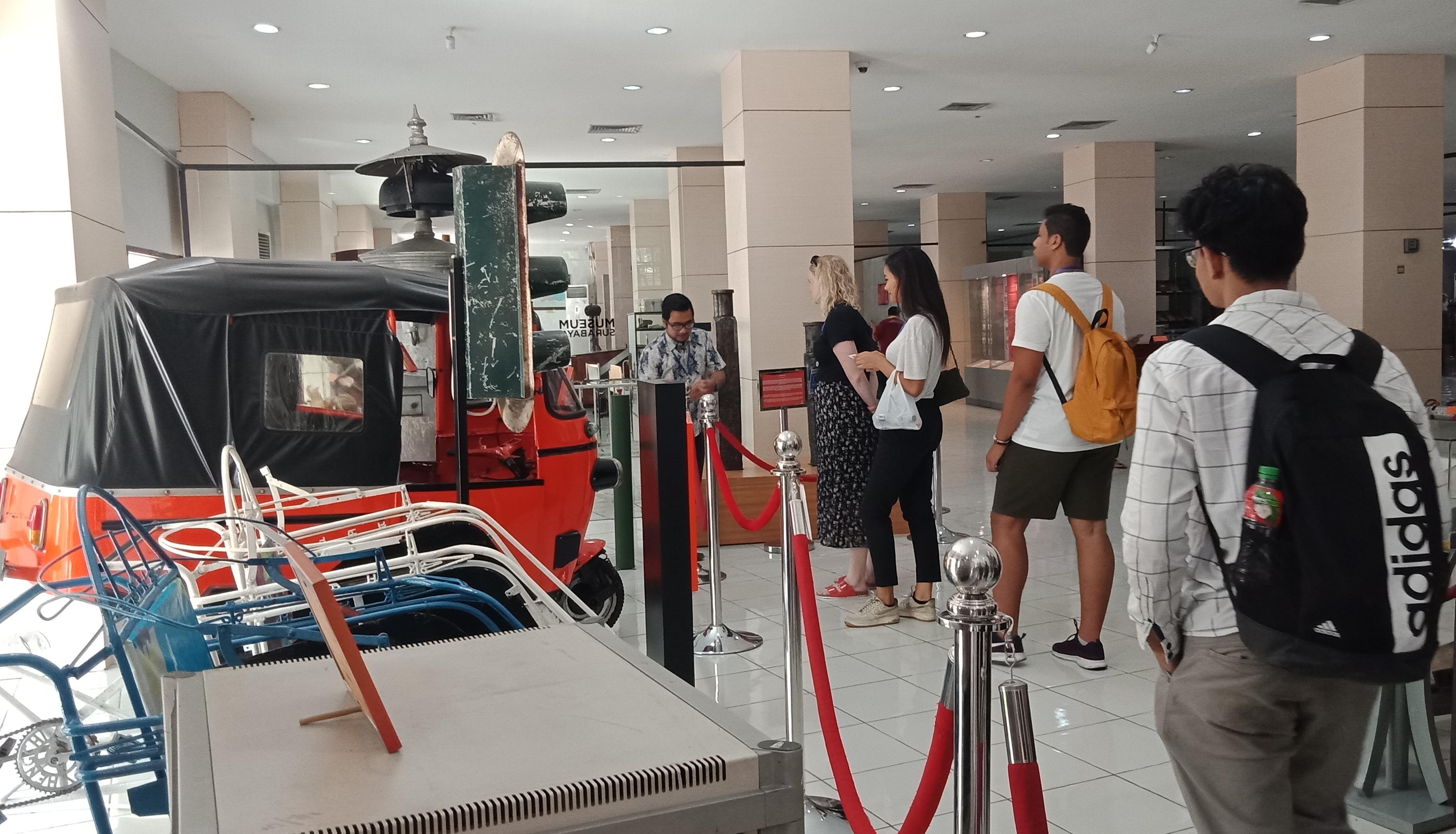 Exchange Participant (EP) mengunjungi Museum Siola, Surabaya