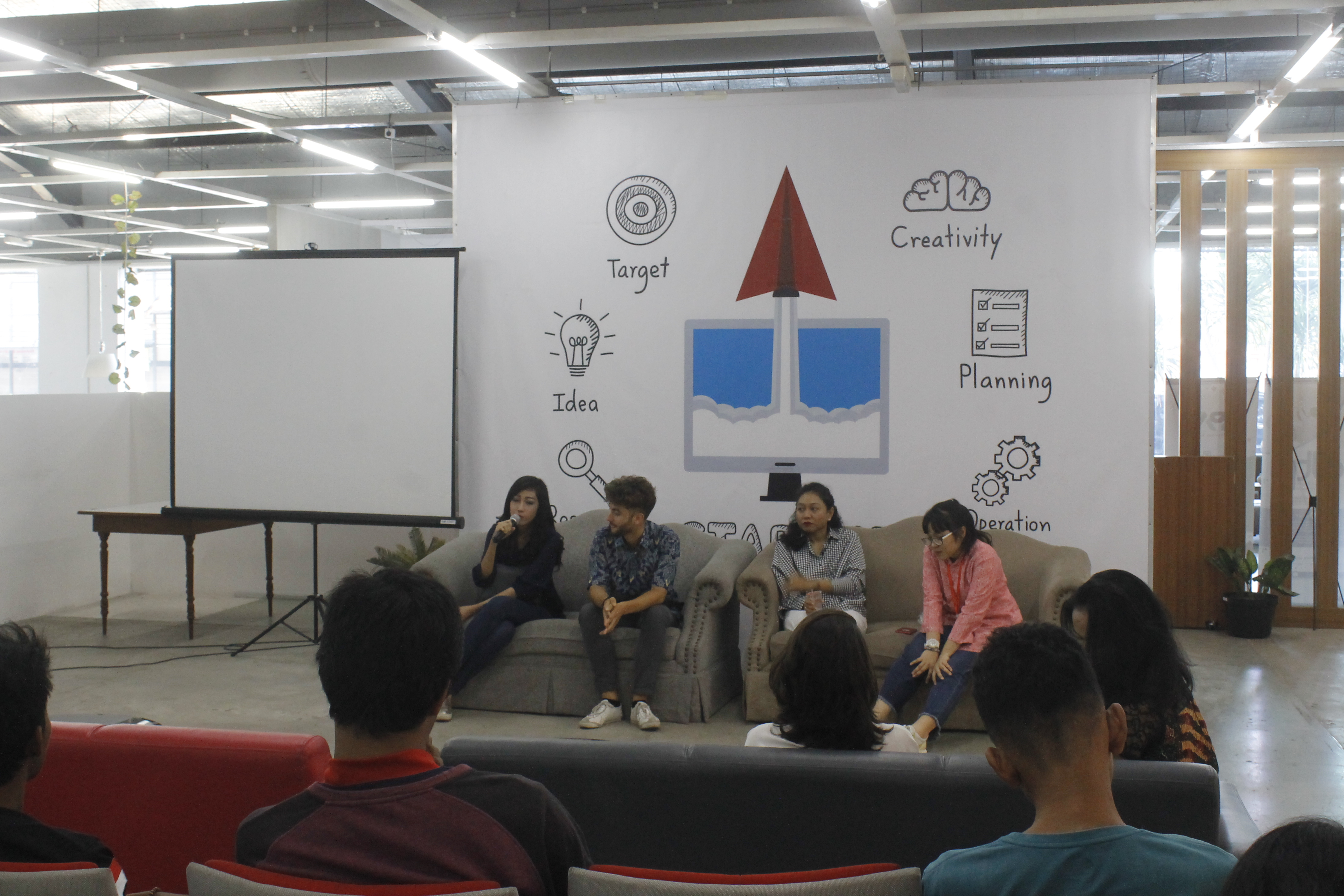 Pembicara dalam Seminar AIDS Talks (18/07)