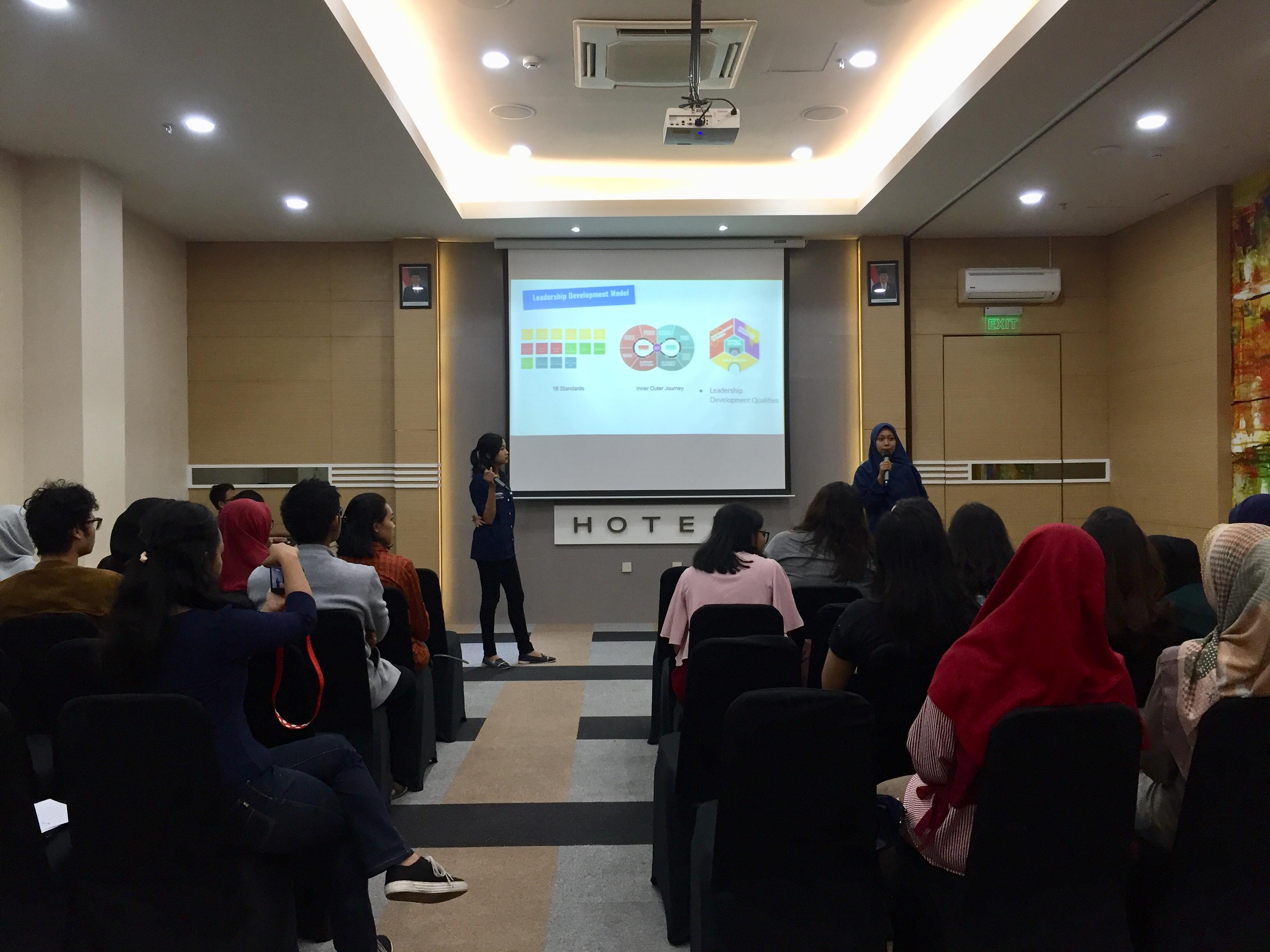Penyampaian Materi di Acara Outgoing Preparation Seminar (OPS) AIESEC di Surabaya (26/5)