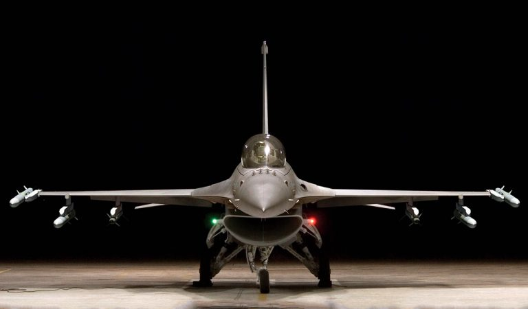 Sang legendaris F-16   Lockheed Martin
