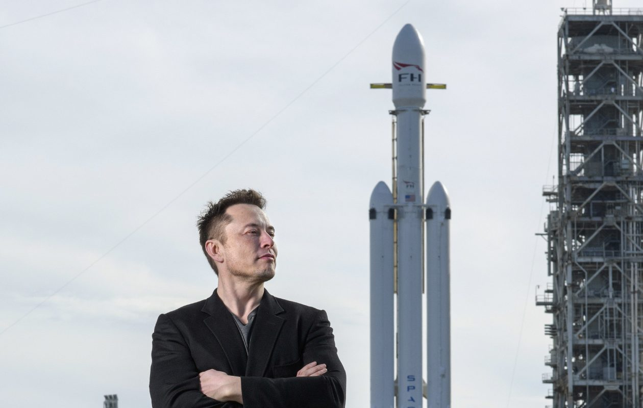 Elon Musk dan roket Falcon Heavy | SpaceX.com