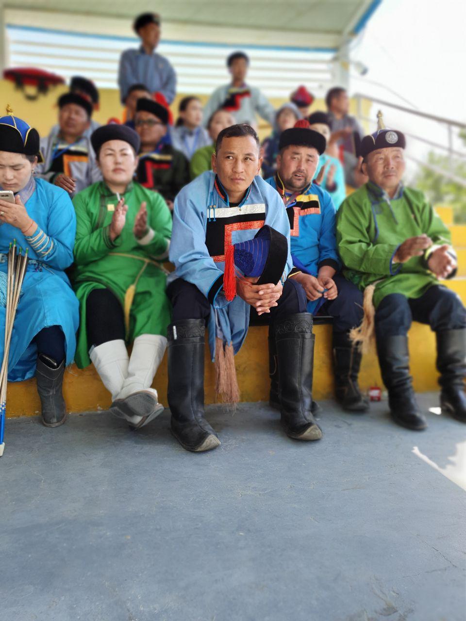 Masyarakat Mongol yang bangga dengan pakaian tradisionalnya | Akhyari Hananto