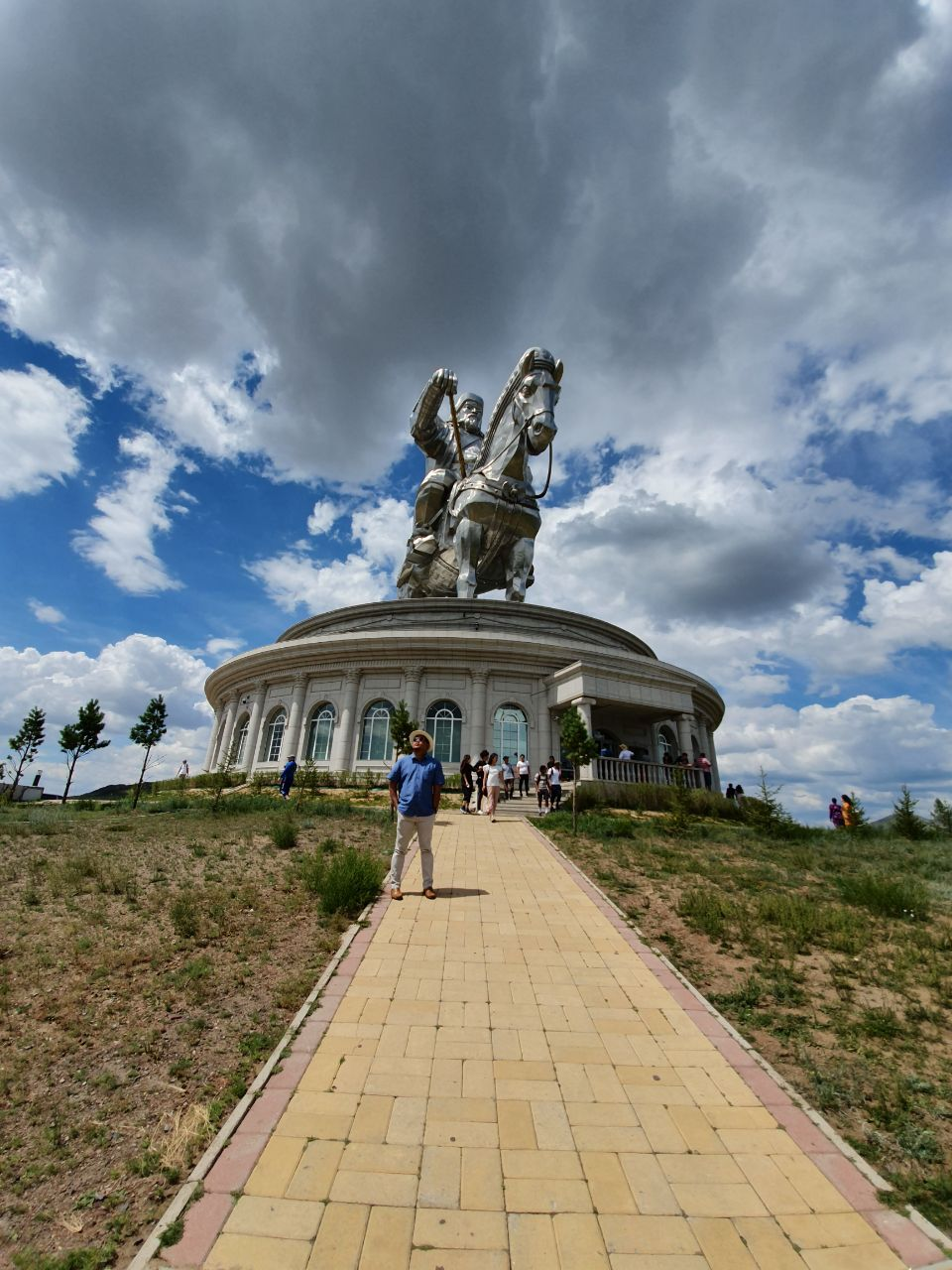 Patung Raksasa Jengis Khaan | Akhyari Hananto