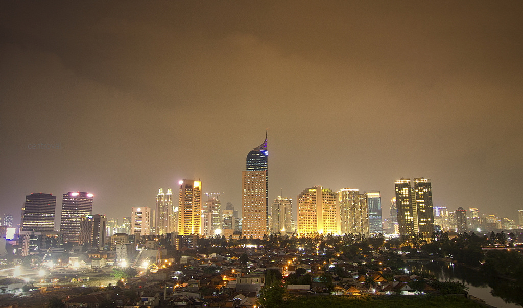 Jakarta di malam hari | acencen flickr.com