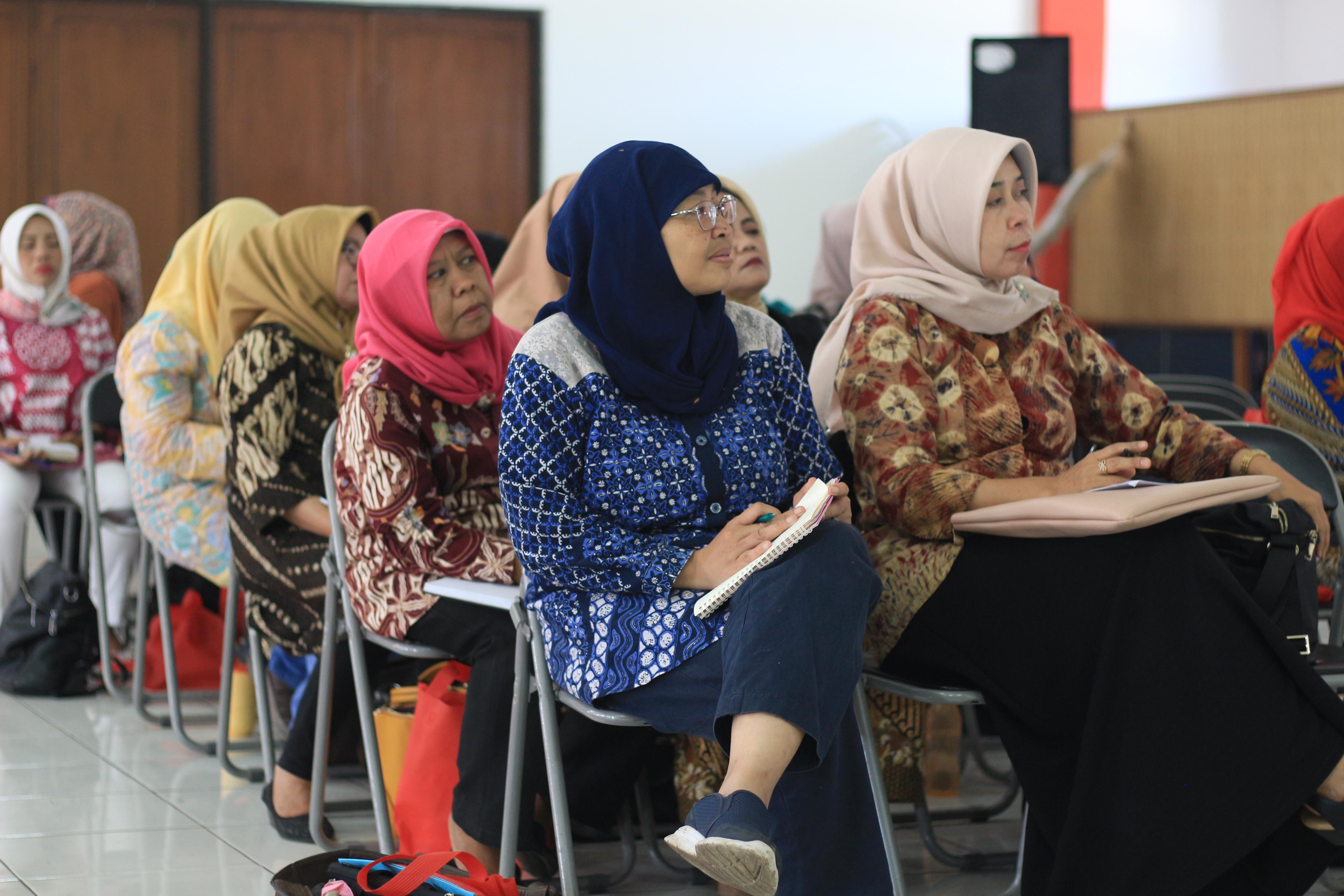 Workshop Menulis Bitread bersama ibu-ibu PKK Cinambo