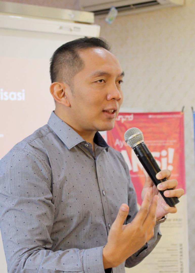 Dr. Dwi Purnomo S.TP. M.T selaku Direktur Direktorat Kerjasama dan Korporasi Akademik Universitas Padjadjaran memberikan penjelasan mengenai Program AKSI Unpad sebagai upaya menguatkan Literasi Indonesia