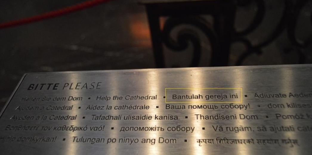 Ada tulisan Bahasa Indonesia di kotak amal Gereja Kathedral di Cologne, Jerman.
