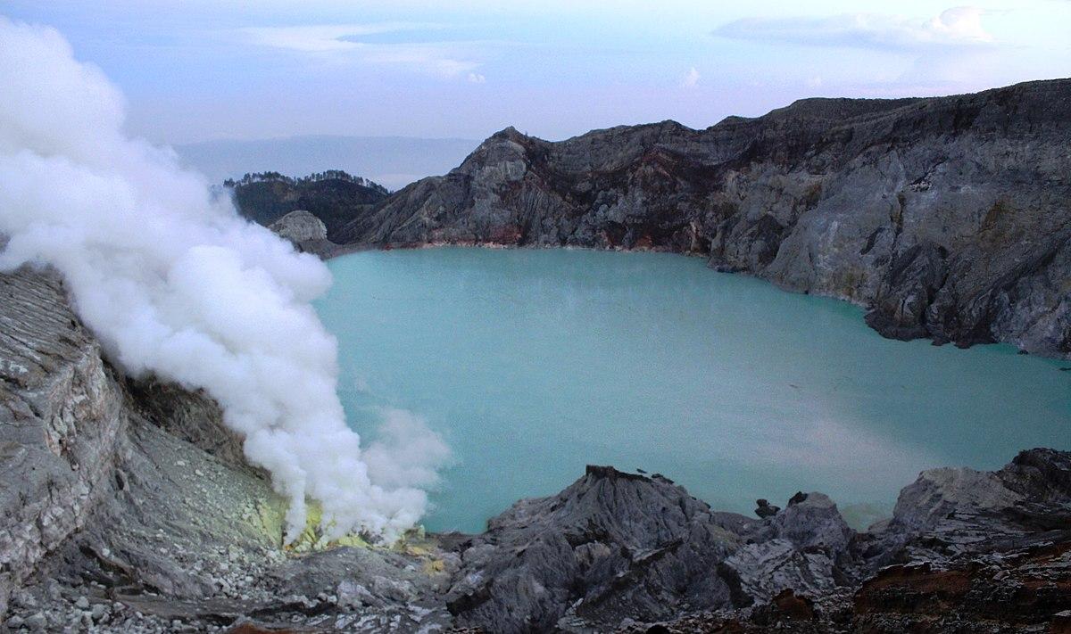 Kawah Ijen Sebagai Salah Satu Kawasan Pariwisata di Indonesia | Sumber dok: Wikipedia