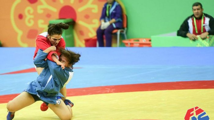 Mutiara Amanda (Biru) Atlet Sambo Indonesia Saat Berlaga di Turkmenistan Beberapa Waktu Lalu | Sumber: Tribun News