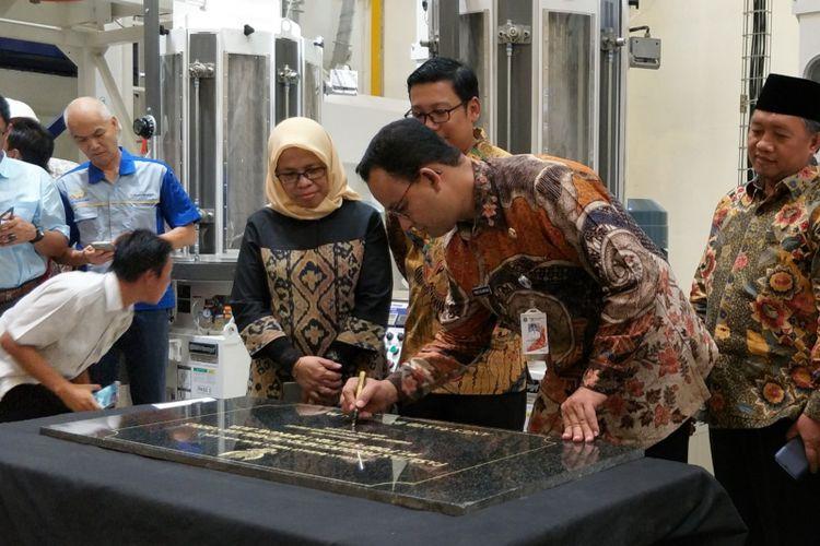 Gubernur DKI Jakarta Meresmikan Mesin Pengolah Produksi Beras | Sumber dok: Megapolitan kompas
