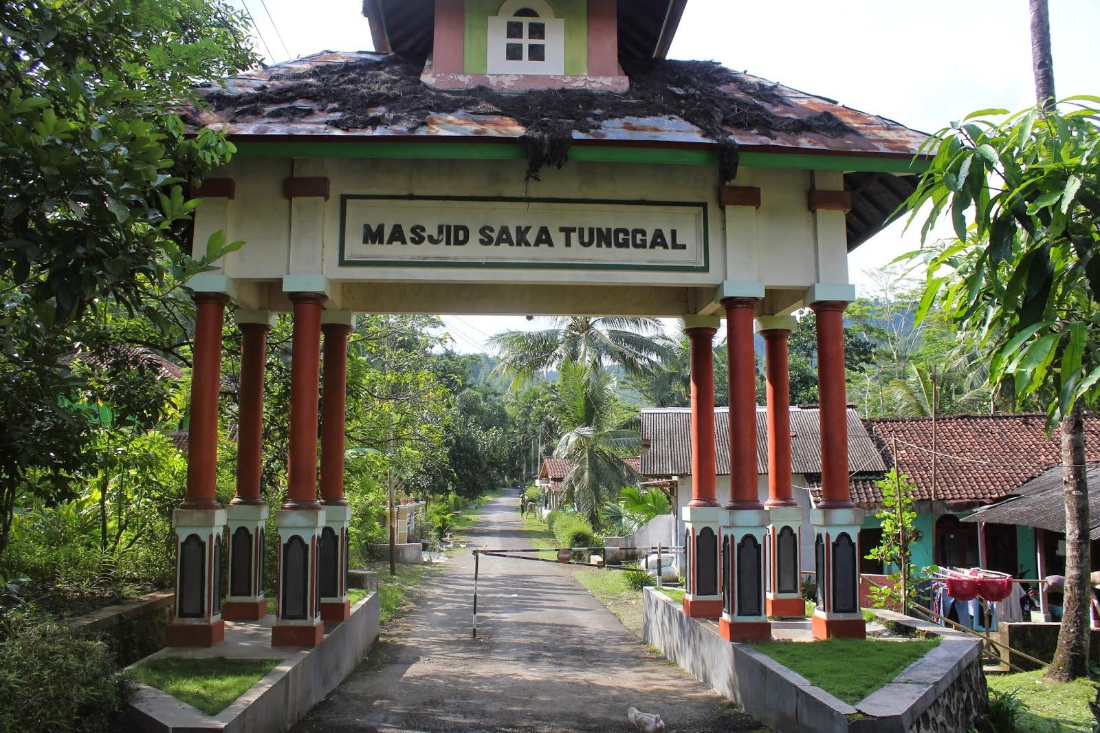 Pintu Masuk Masjid Saka Tunggal
