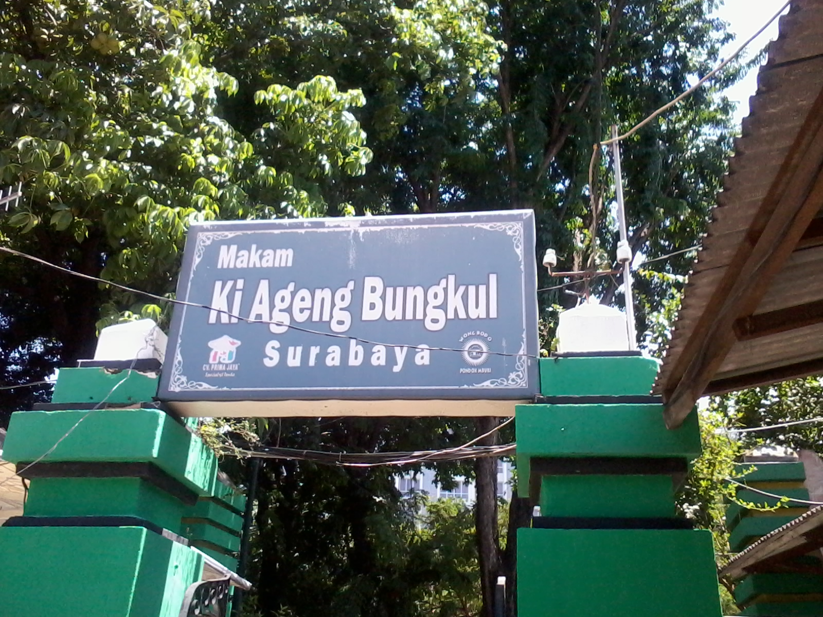 Makam Sunan Bungkul di Belakang Taman Bungkul Surabaya