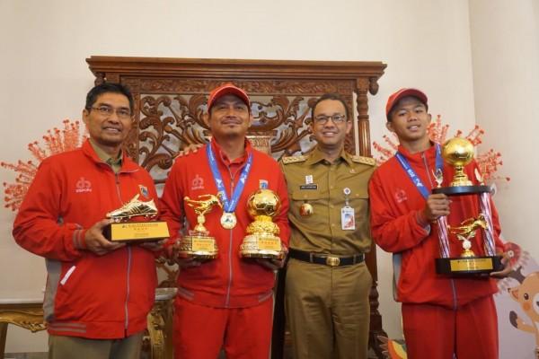 Gubernur DKI Jakarta Sambut Kemenangan Tim Sepakbola Pelajar DKI | Sumber dok: IDN Times