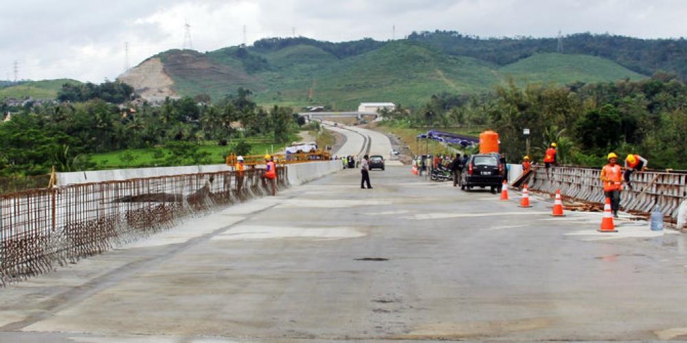 Jalan Trans Maluku Diharapkan Mampu Meningkatkan Konektivitas Logistik di Maluku