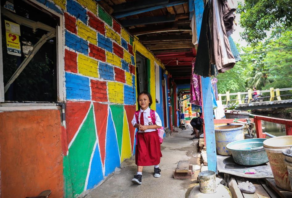 Aktivitas Salah Seorang Bocah di Kawasan Kampung Penas Tanggul