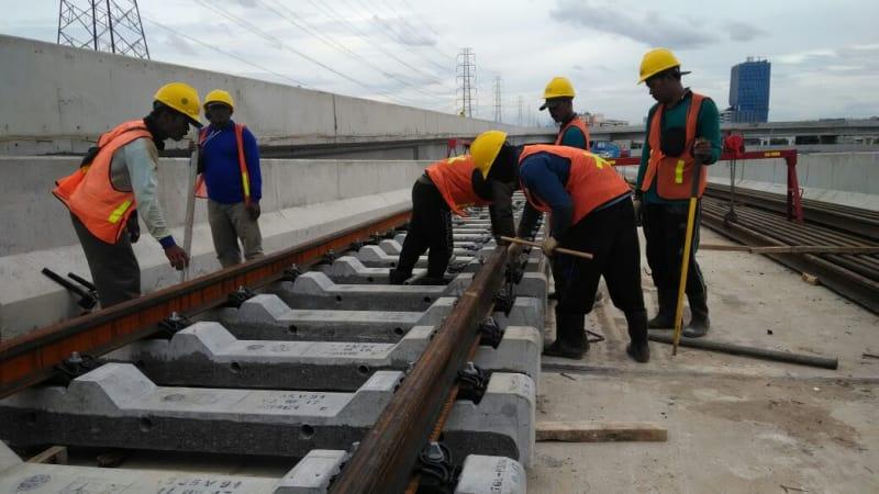 Pembangunan LRT di Depo LRT Jakarta | Sumber: Kumparan