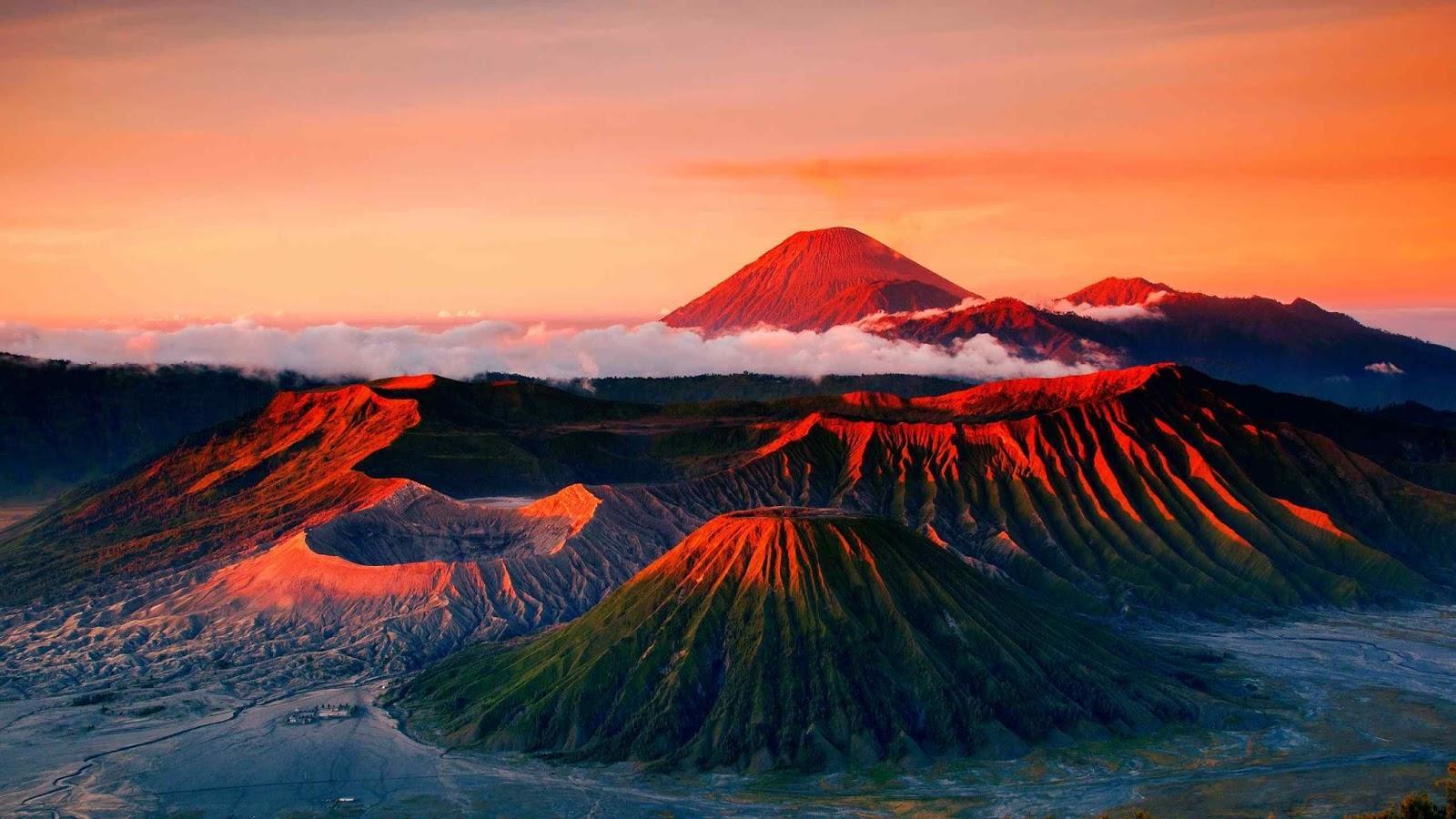 Gunung Bromo Merupakan Salah Satu Keindahan yang Dimiliki Pulau Jawa (Sumber: Sportourism)