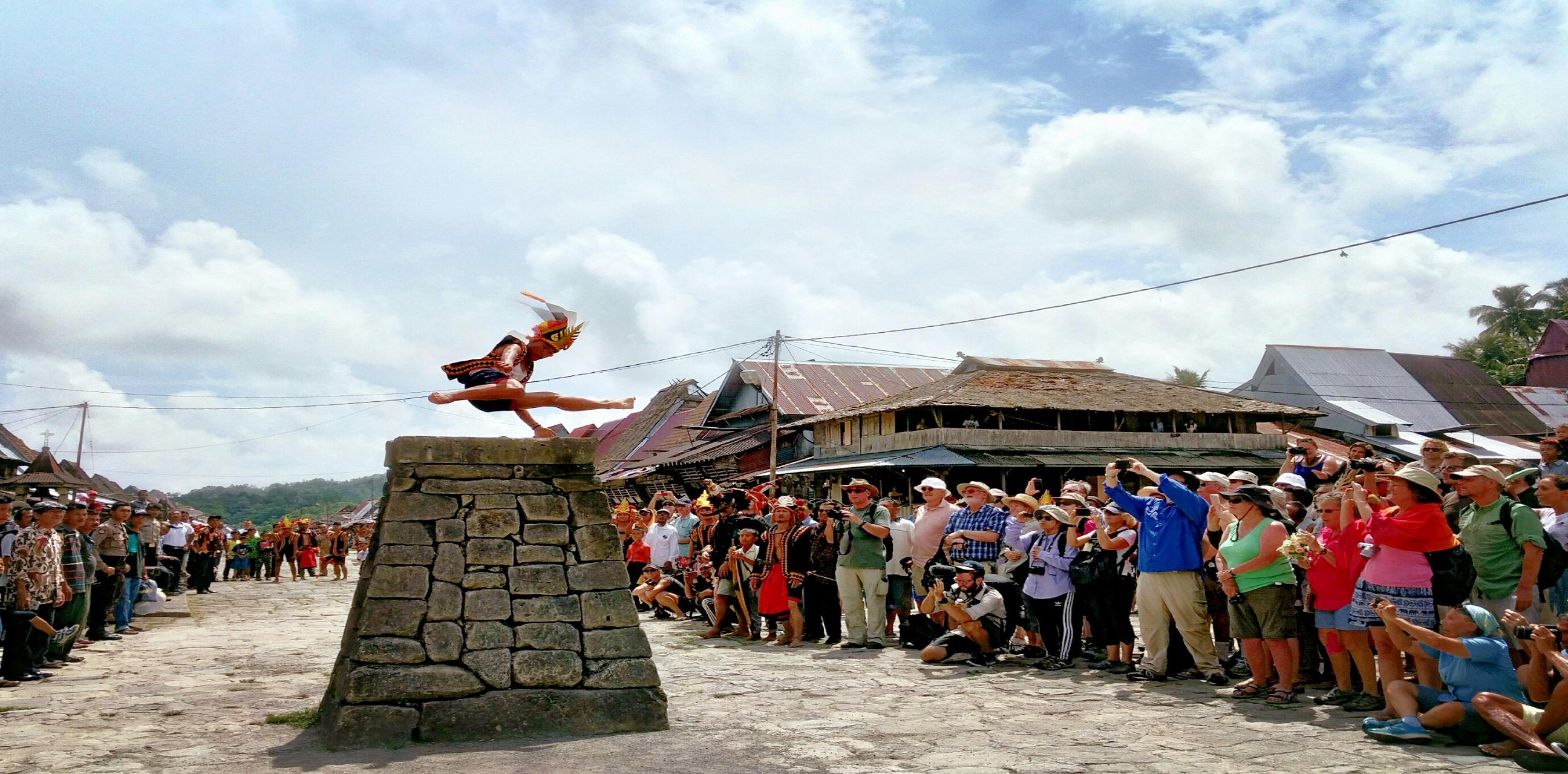 Tradisi Hombo Batu sebagai Salah Satu Tradisi yang Terkenal di Nias