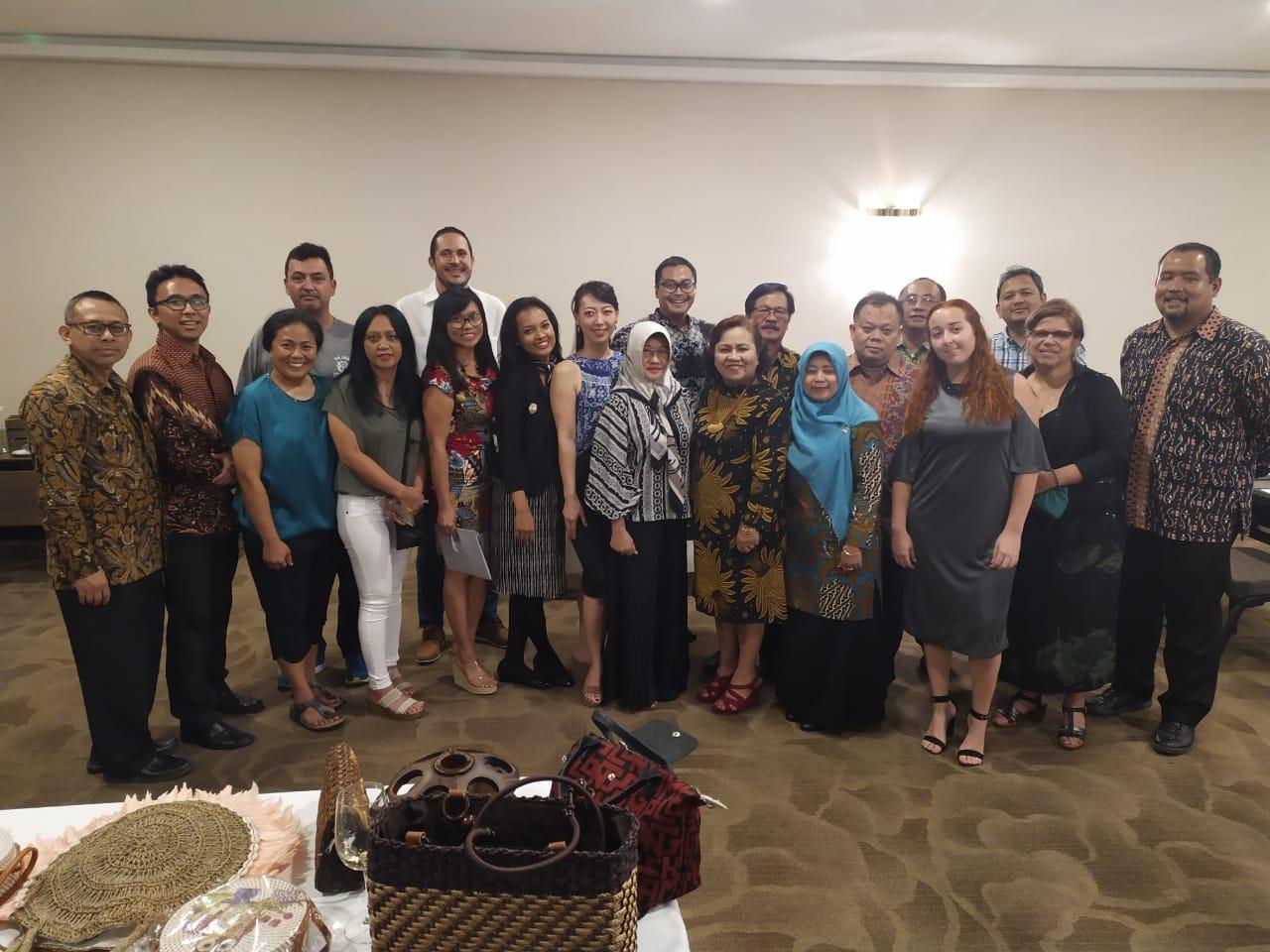 Foto bersama tim KBRI Havana & Diaspora Indonesia di Republik Dominika