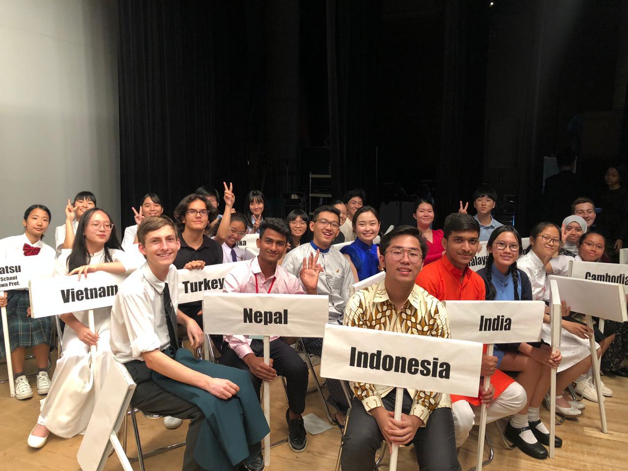 Foto bersama para peserta dengan markah masing-masing Negara