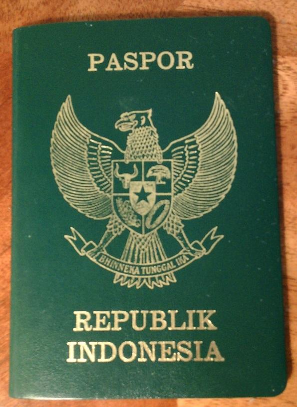 Tampilan sampul depan paspor (biasa) RI terbitan tahun 2003 (C) Ivan Tedjanegara (IvanRT05)
