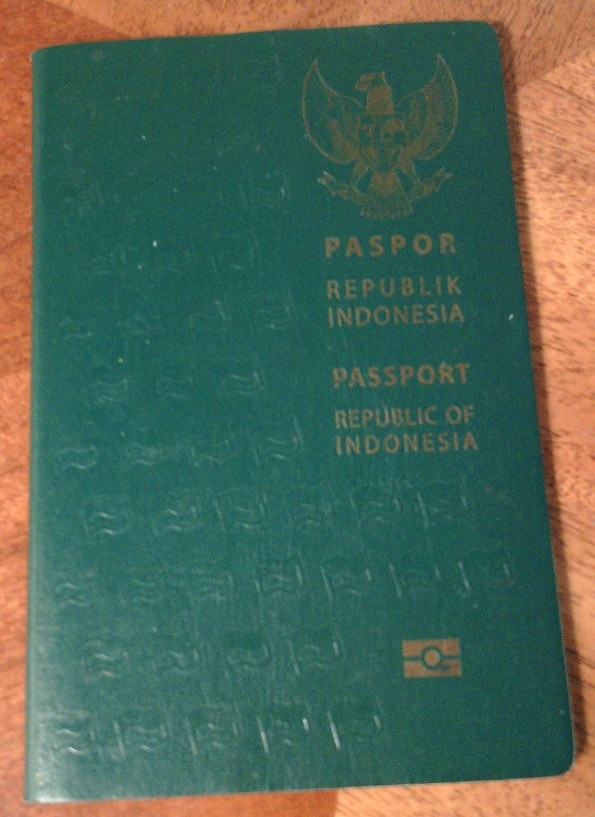 Tampilan perdana paspor elektronik Indonesia, terbitan tahun 2011 (C) Ivan Tedjanegara (IvanRT05)