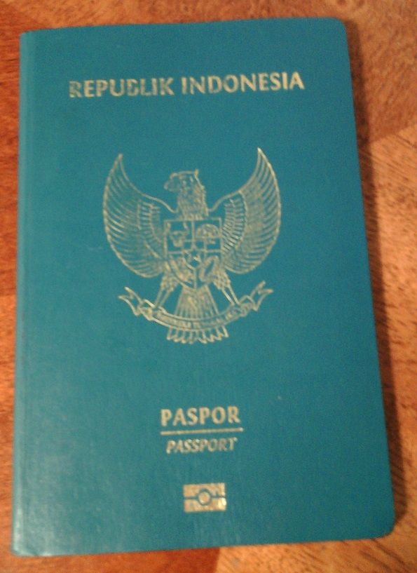 Tampilan terkini paspor (biasa) elektronik RI terbitan tahun 2015 (C) Ivan Tedjanegara (IvanRT05)