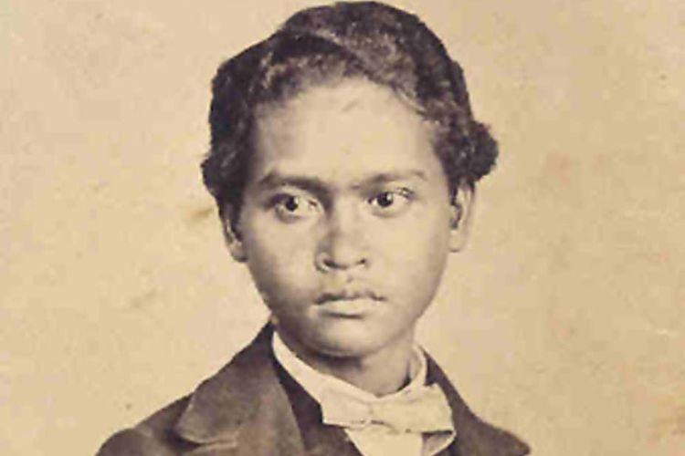 Satu-satunya kenangan. Foto Ali mengenakan baju Eropa dipotret di Singapura pada awal 1862 | foto : kompas.com