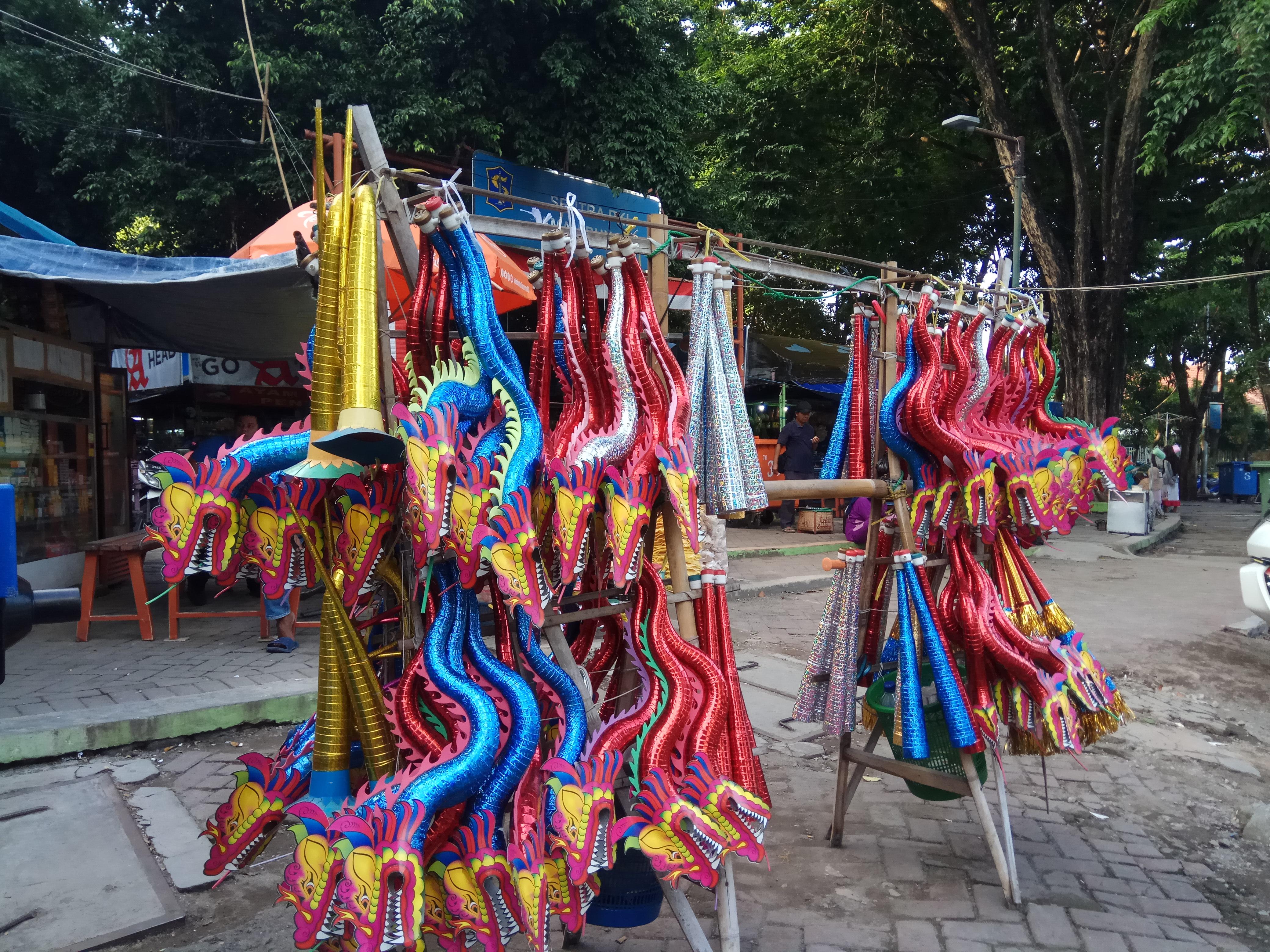Para penjual terompet di sekitar jalan bungkul | Nurul Arifin / GNFI