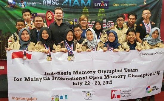 Tim Indonesia di Internasioanal open memmory championship | foto : idntimes.com