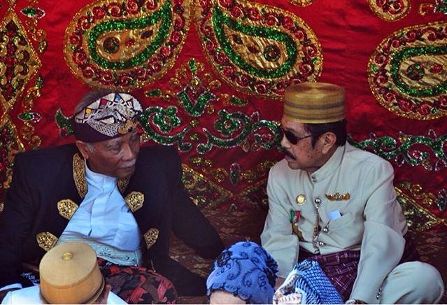 Kehadiran Raja Badung Bali, Ida Cokorda Ngurah Jambe Pemecutan dan Raja/ Maradika Mamuju Andi Maksum Dai pada Masossor Manurung 2015   foto: @abdilatiefi/ Instagram