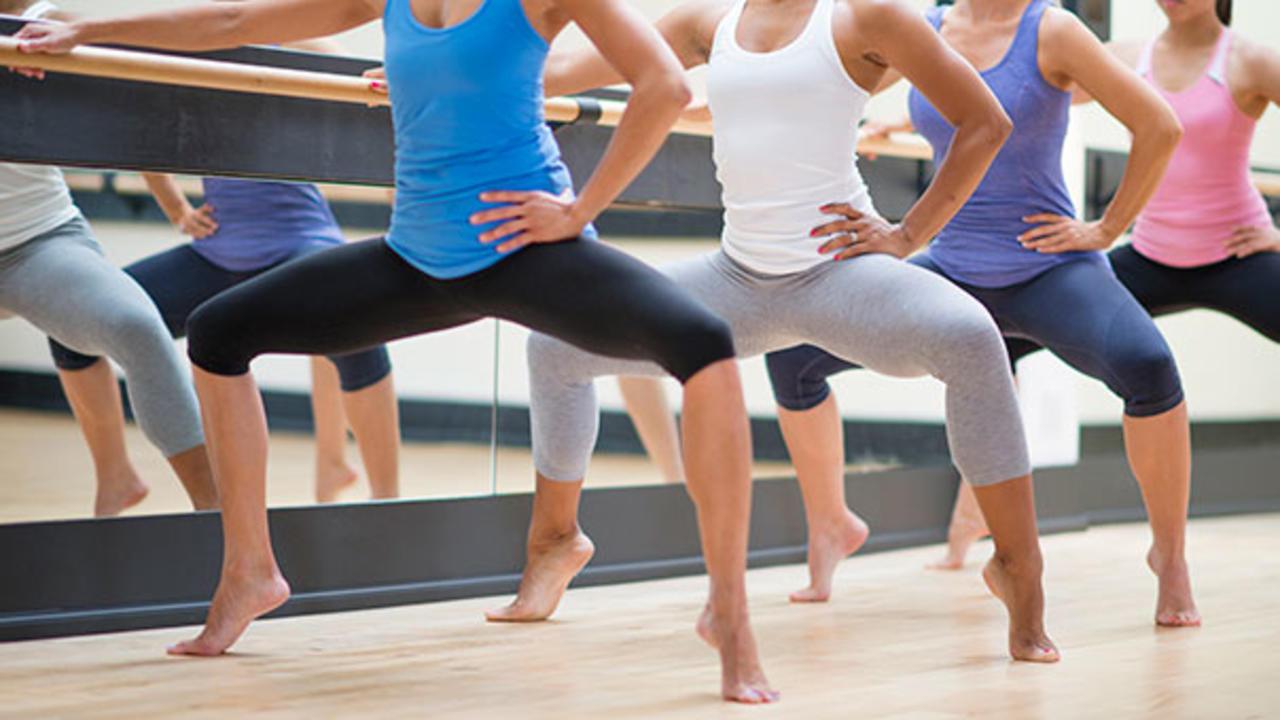 Salah satu gerakan dalam barre | foto: health.com
