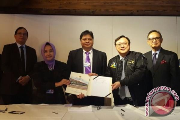 UGM dan Six Capital Singapore menandatangani perjanjian kerja sama pengembangan pusat inovasi digital Indonesia (foto: ANTARA)