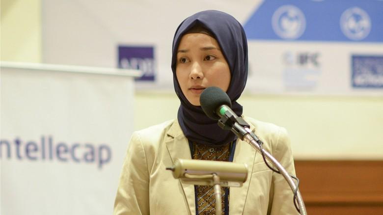 Tahun 2014 Marina bergabung dengan Asian Development Bank, ADB. Dia ditunjuk sebagai konsultan karena pengalamannya dalam bersentuhan dengan bisnis sosial atau social entrepreneur (foto: bbc.com)