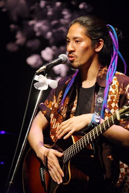 Hiroaki Kato sering membawakan lagu-lagu Indonesia setiap manggung di Jepang