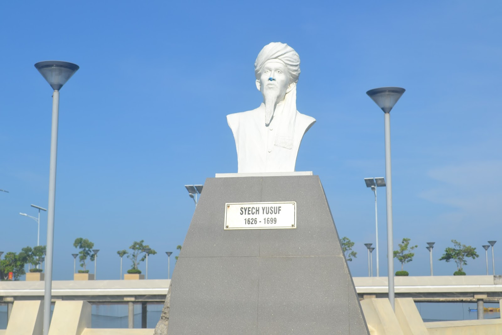 Patung Syekh Yusuf di Makassar (foto: khittah.co)