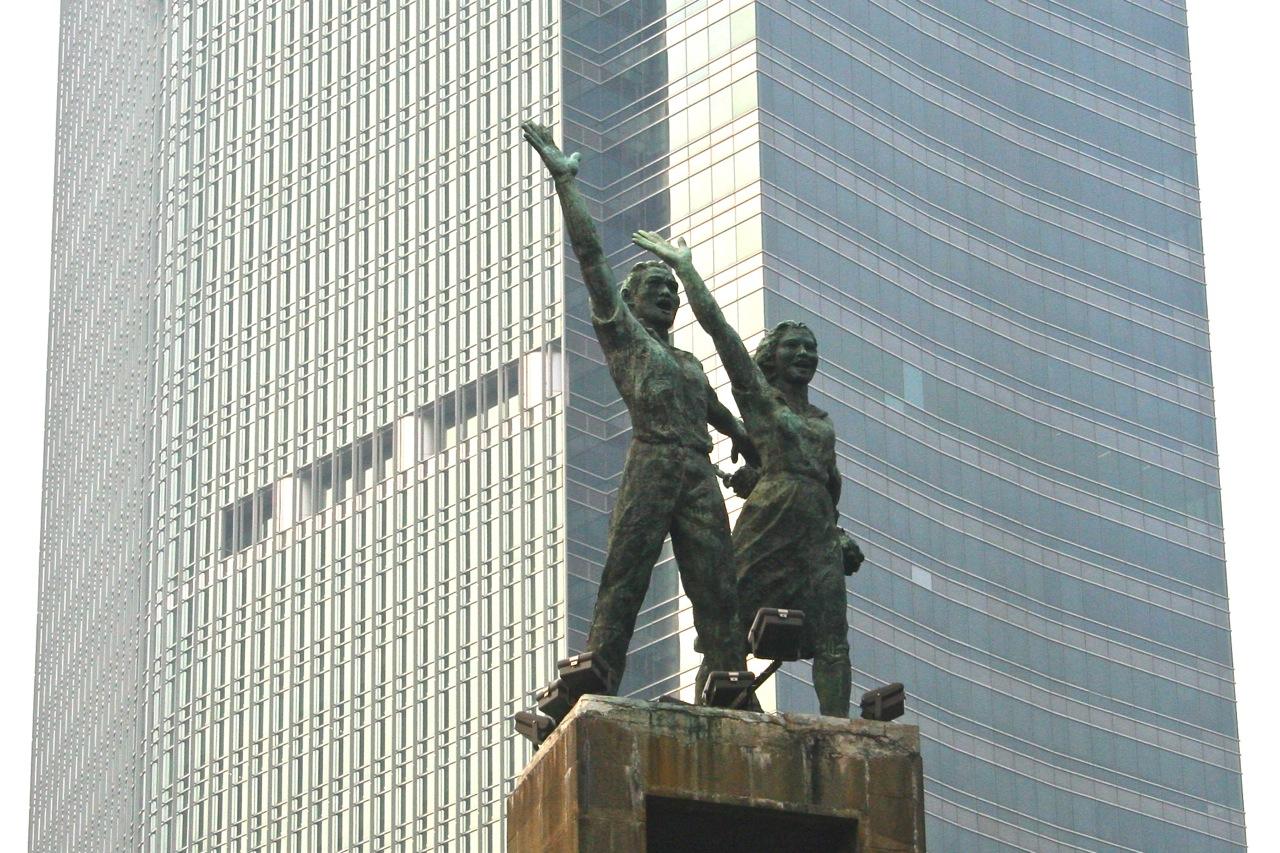 Patung Selamat Datang merupakan gagasan Soekarno untuk menyambut para delegasi Asian Games tahun 1962 di Jakarta