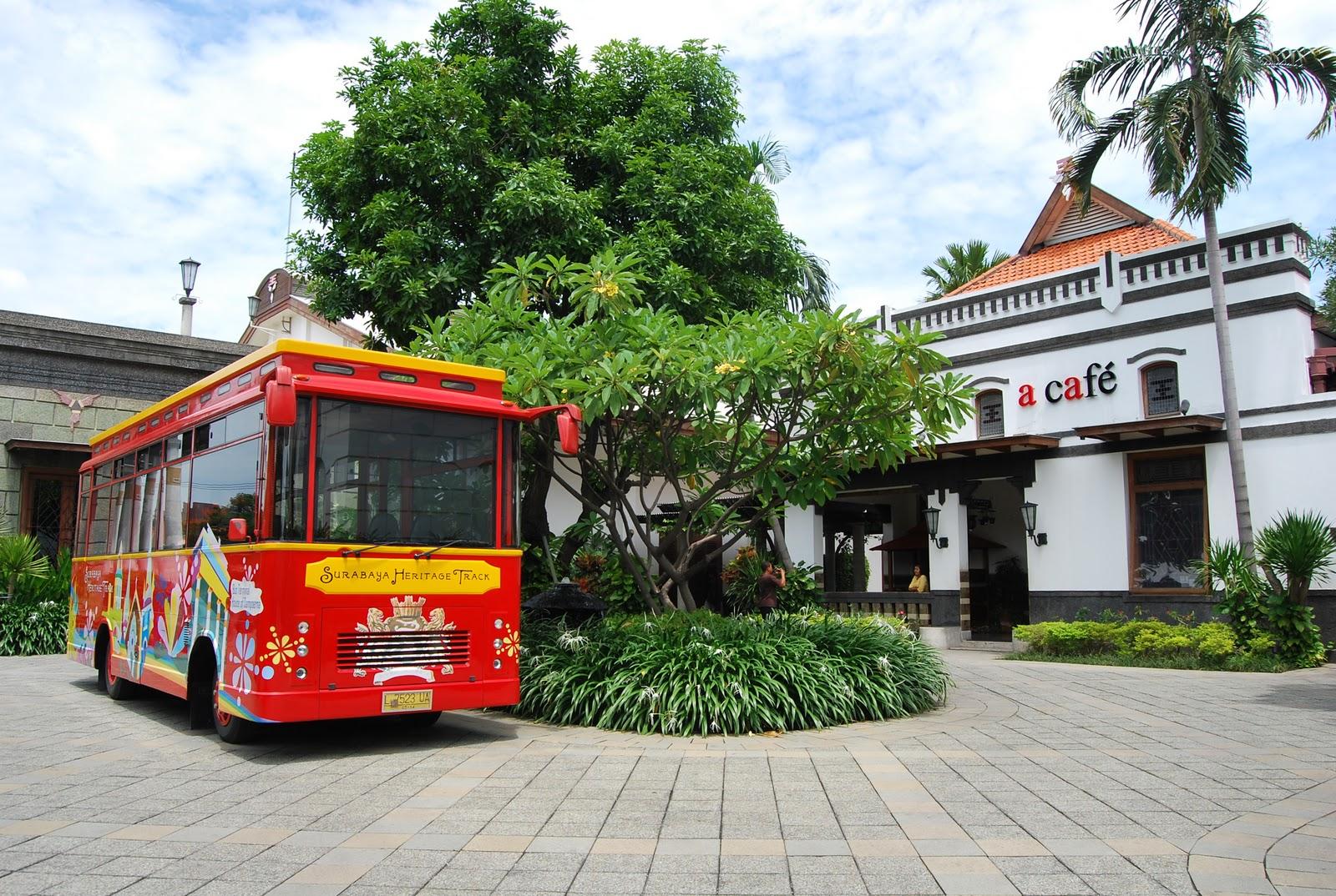 Dengan ikut Surabaya Heritage Track, wisatawan juga akan dapat pengetahuan baru tentang sejarah-sejarah di Surabaya