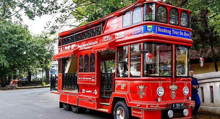 Bus Bandros juga sempat dijadikan bus arak-arakan peraih medali di Olimpiade Rio 2016 ketika bekrunjung ke Surabaya