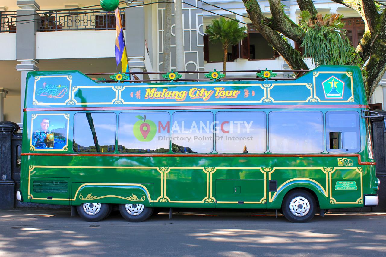 Bus Macito Malang punya warna khas, yakni hijau gelap