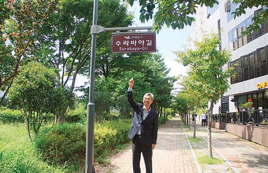 Kepala Busan Indonesia Center Kim Soo-il sangat cinta dengan Indonesia (foto: Nora Sampurna/Jawa Pos)