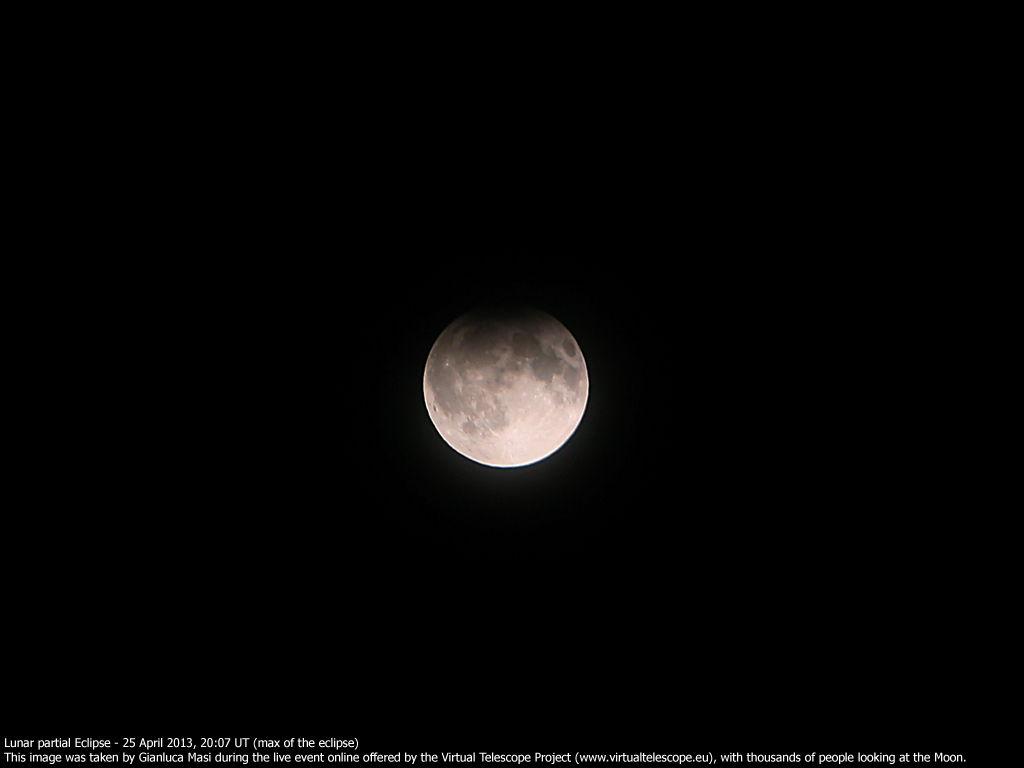 Fenomena gerhana bulan sebagian bisa disaksikan di Indonesia mulai pukul 22.50 WIB