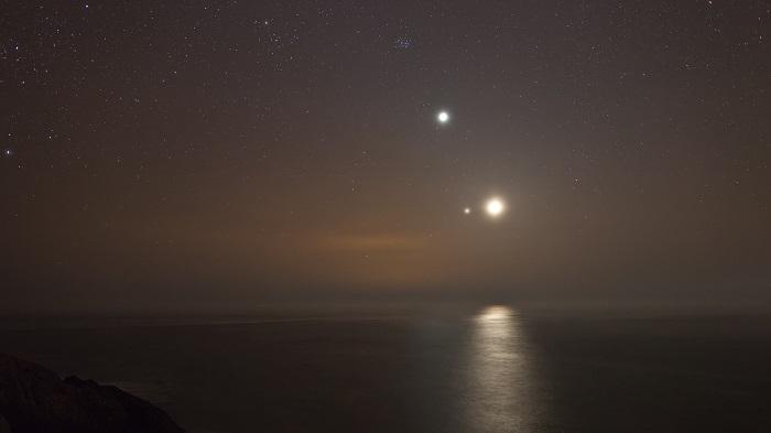 Konjungsi planet Venus dan Jupiter merupakan fenomena dimana kita bisa menyaksikan kedua planet dalam waktu bersamaan (foto: colinleggphotography)