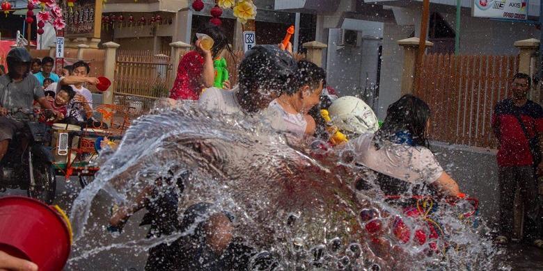 Festival Perang Air atau Cian Cui di Riau akan dilaksanakan pada 28 Januari mendatang (foto: tribunnews.com)