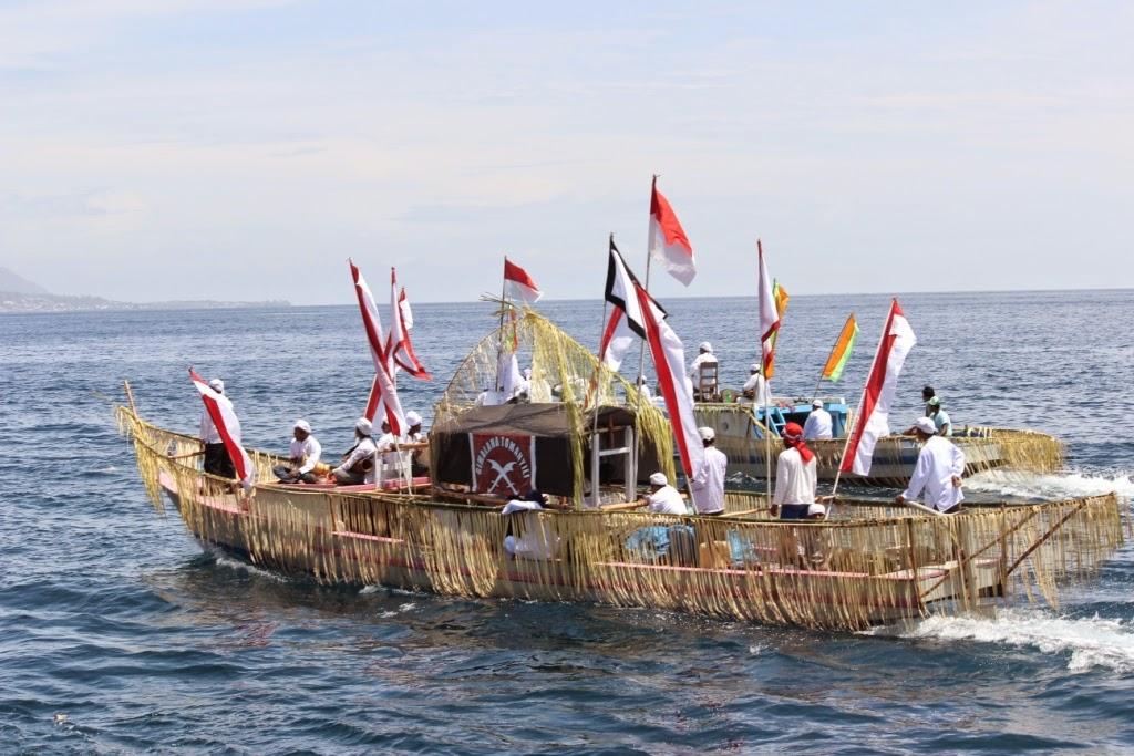 Pada festival Tidore diadakan pula teatrikal Lufu Kie (foto: giggsy-tidore.blogspot.com)