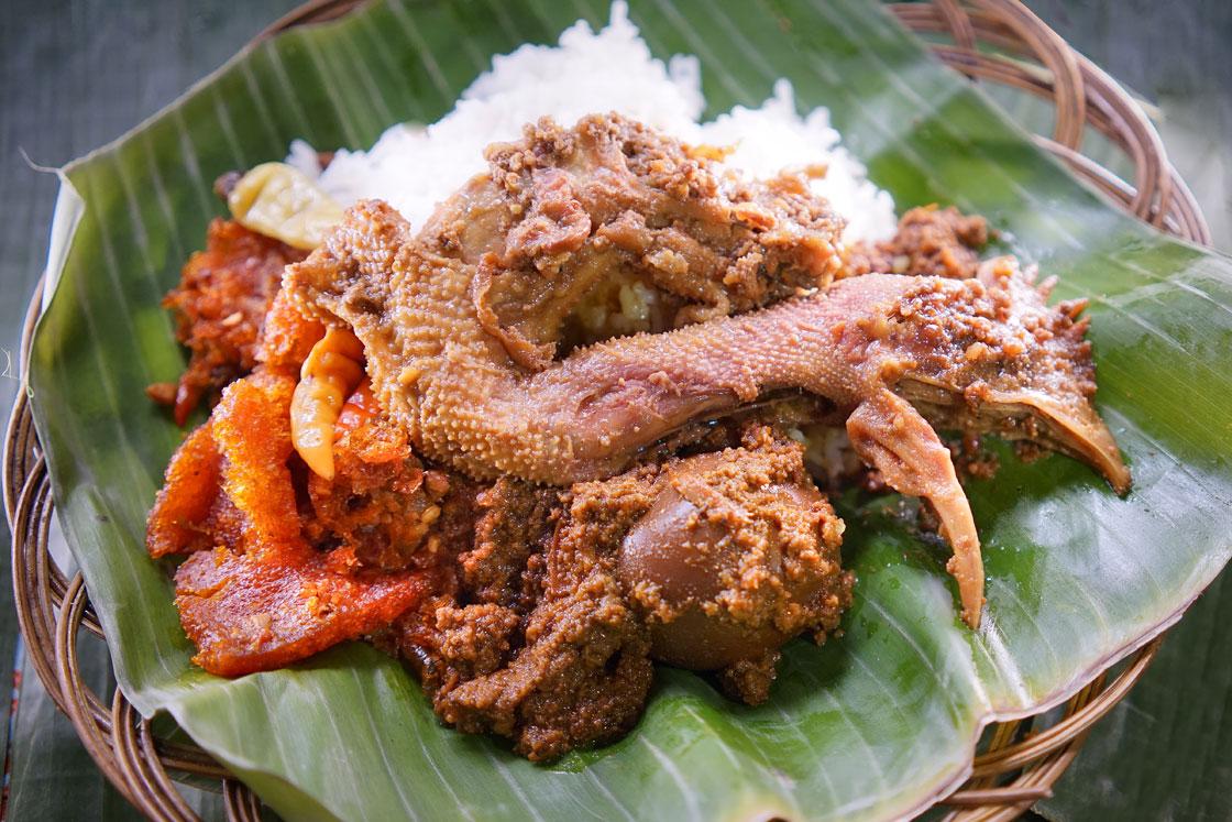 Sepiring nasi gudeg Jogja yang selalu bikin rindu (source image: gudegyudjumpusat.com)