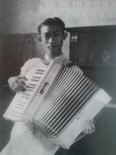 Sejak kecil Ismail Marzuki sudah jatuh cinta dengan musik