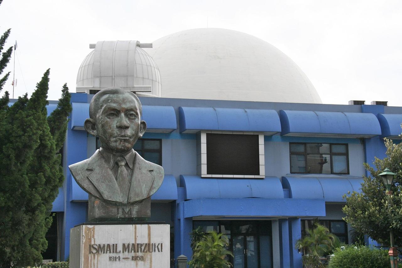 Untuk mengenang jasa-jasanya, didirikan Taman Ismail Marzuki di Jakarta dan sering menjadi tempat pertemuan para sastrawan dan seniman Indonesia