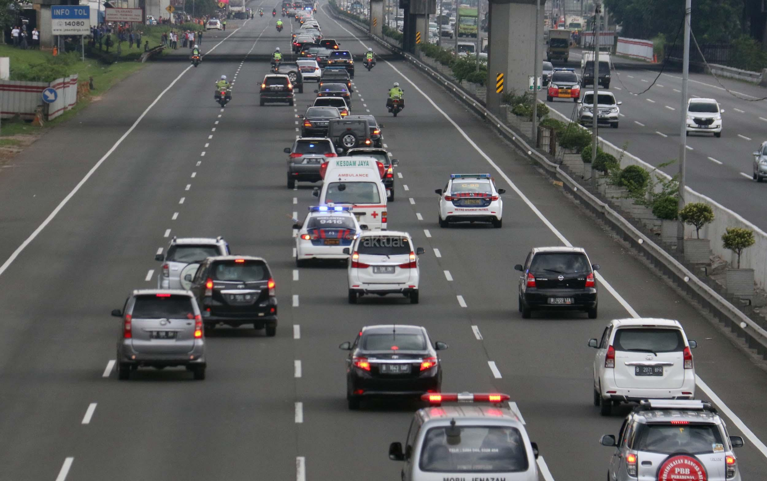 Tol Jagorawi menjadi tol pertama yang dimiliki oleh Indonesia (foto:aktual.com)